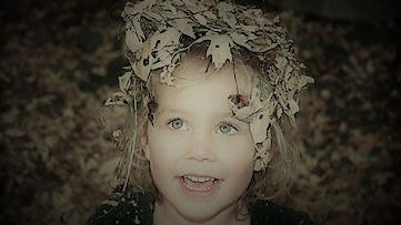 little-girl-in-leaves-1514530 (2)