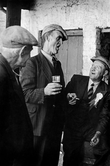 IRELAND. Munster. Tipperary County. Thurles. 1952. Pub.